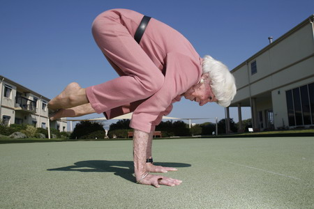 Old Lady Doing the Splits http://tomboythatwearsmakeup.com/index.php/tag/yoga/page/2/