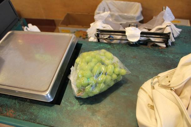 Kins market, grapes